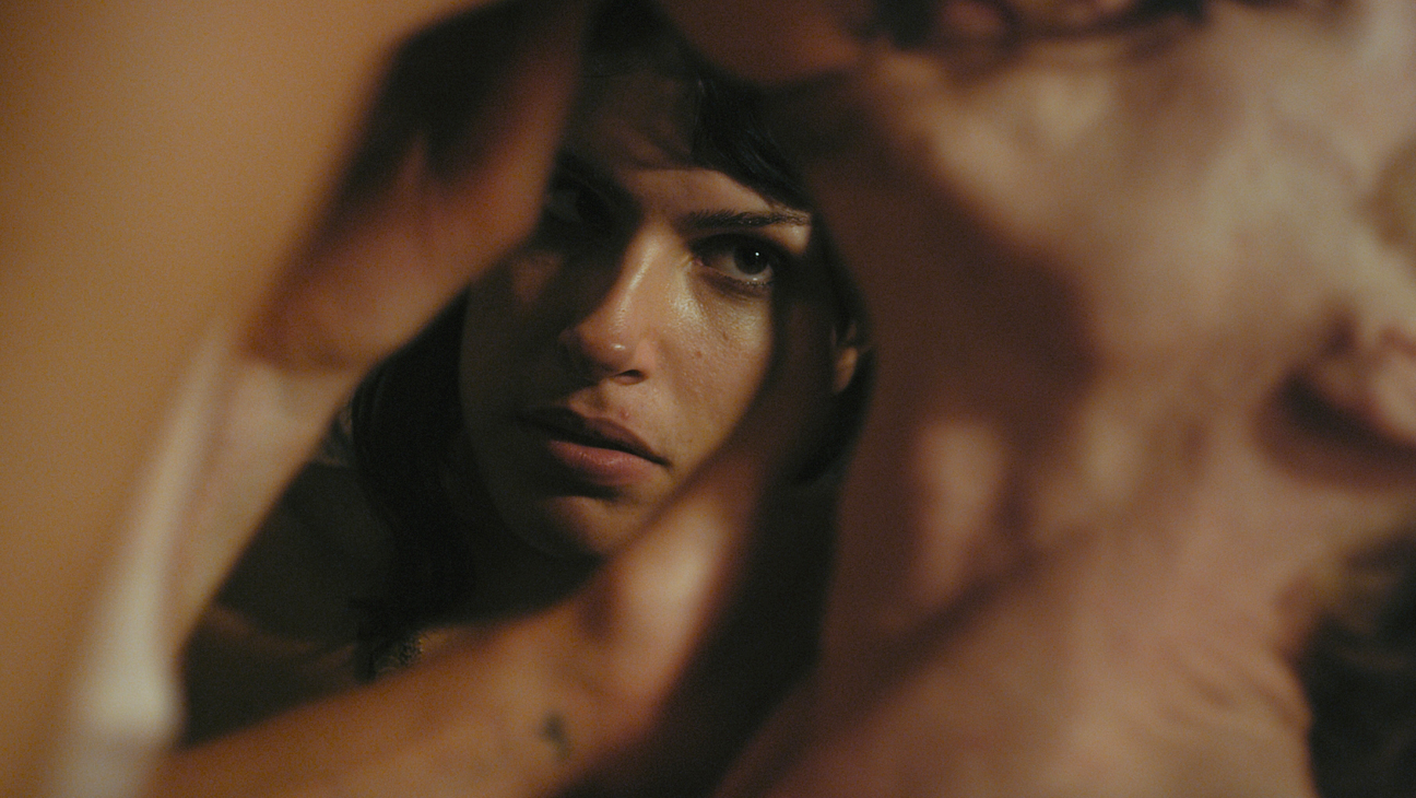 Desiree Akhavan (Appropriate Behaviour) interview / Oh Comely